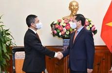 Recibe canciller vietnamita al nuevo embajador de Indonesia