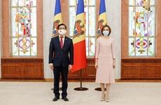 Presidenta de Moldavia aprecia logros de Vietnam