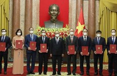 Presidente vietnamita asigna tareas a nuevos embajadores del país en el exterior
