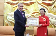 Embajador saliente de Argelia en Vietnam honrado con distinción de amistad