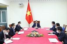 Premier vietnamta insta a fortalecer las relaciones comerciales con Reino Unido