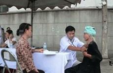 Entregan seguros médicos a pobladores