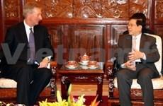 Presidente vietnamita con empresario norteamericano