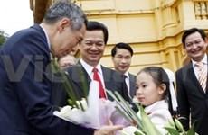 Secretario general del PCV con premier singapurense