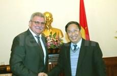 Vicepremier vietnamita con delegación europea