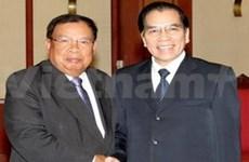 Secretario general del PCV con vicepresidente laosiano