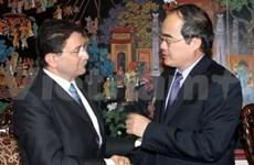 Vicepremier vietnamita con dirigente de UNWTO