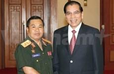 Secretario general del PCV con dirigente laosiano