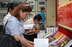 En Vientiane exposición sobre Thang Long- Ha Noi