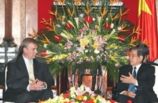Dirigentes vietnamitas reciben al príncipe británico