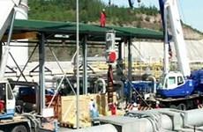 Instalan sistema de bombeo para producir petróleo