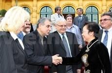 Destaca estadista vietnamita aportes de maestros búlgaros