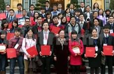 Vicepresidenta recibe a estudiantes en Ultramar