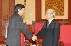 Reúnese dirigente del PCV con visitantes extranjeros