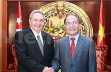 Dirigente parlamentario recibe a máximo líder cubano