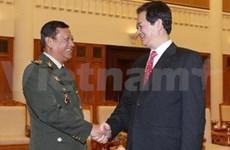 Intensifican Vietnam y Cambodia cooperación militar