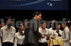 Entregan becas Vallet a estudiantes vietnamitas