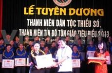 Honran a destacados jóvenes étnicos y religiosos