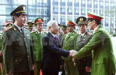 Líder vietnamita elogia logros de fuerzas de seguridad pública