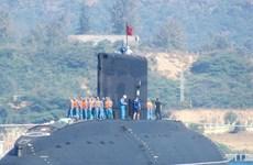 Submarino HQ-182 Ha Noi arriba a puerto marítimo Cam Ranh