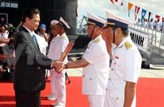 Armada vietnamita iza bandera nacional en submarinos