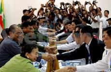 Presidente de Myanmar se compromete a lograr la paz interna