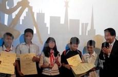 Cintas de alumnos vietnamitas en cita cinematográfica asiática