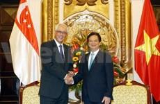 Premier vietnamita recibe a ministro honorario singapurense