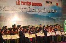 Honran a alumnos étnicos con destacados resultados escolares