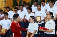 Honran a estudiantes premiados en olimpiadas internacionales