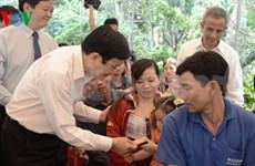 Presidente felicita a obreros de Long An por el Tet