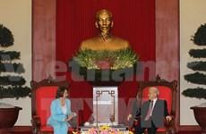 Dirigentes vietnamitas reciben a líder demócrata estadounidense