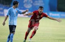 Vietnam pone un pie en semifinales de futbol regional