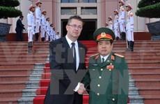 Firman Vietnam y Eslovaquia memorándum de colaboración en defensa
