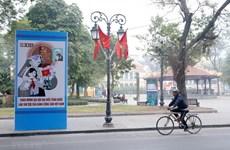 Calles de Hanoi decoradas con banderas nacionales y flores para dar la bienvenida al XIII Congreso del PCV