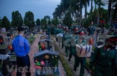 (Fotos) Jóvenes vietnamitas rinden homenaje a mártires de guerra
