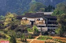 Atractiva casa vietnamita antigua de Ha Gung en meseta rocosa de Dong Van