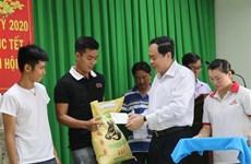 Visitan dirigentes a ciudadanos en ocasión del Tet