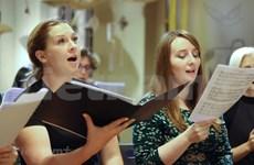 """Artistas de múltiples países abrazan sus voces en el coro """"Por un Hanoi que vale la pena vivir"""""""