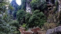 Antigua pagoda en seno de patrimonio mundial Trang An
