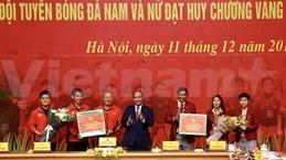 Premier de Vietnam alaba hazañas de equipos de fútbol masculino y femenino en SEA Games 30