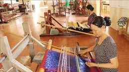 Presentan en el casco antiguo de Hanoi muestra sobre la elaboración de seda