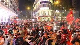 Vietnamitas sin dormir para celebrar triunfo del fútbol masculino en SEA Games 30