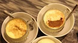 Sabroso sabor de café con huevo de Hanoi