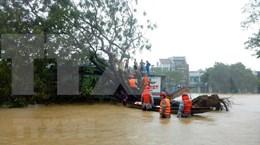 Rescatan cinco personas en estado grave de hidrocentral bloqueada por inundaciones