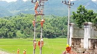 Más aldeas remotas de Son La conectadas a red eléctrica