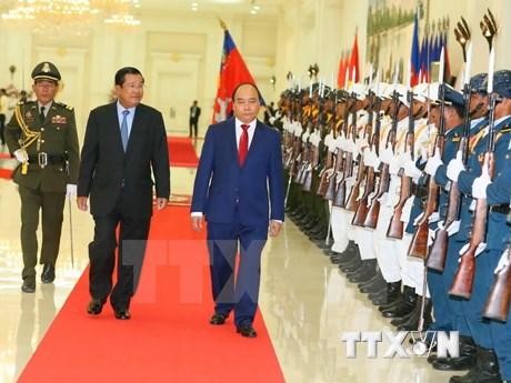 Gira por Camboya y Laos del premier vietnamita contribuye a enriquecer lazos tradicionales