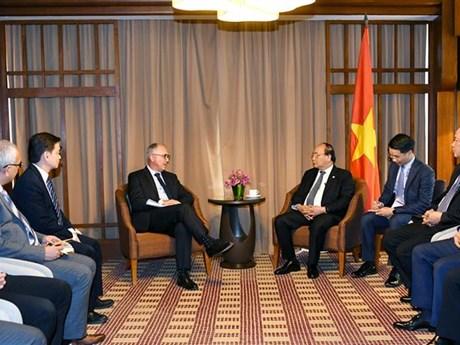 Premier de Vietnam estimula inversiones del grupo Sembcorp en energías limpias