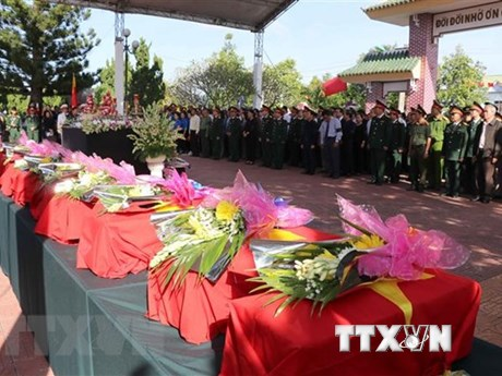Realizan en Vietnam acto para el  entierro de mártires caídos en defensa de la frontera