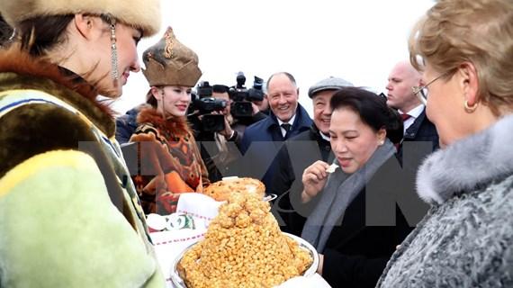 Presidenta del Parlamento de Vietnam arriba a Rusia para iniciar su visita oficial